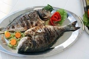 hrana za vecerjo ribe na zaru