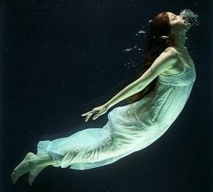sanje o globoki vodi